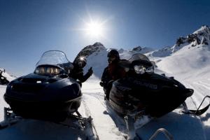 Exkurze na sněžných skútrech na Islandu.